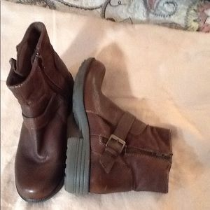 Brown boots, double zipper, buckle, never worn